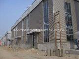 鉄骨構造の取除かれたか、または組立て式に作られた鉄骨構造の倉庫