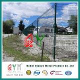 電流を通されたおよびポリエステル粉によって塗られる溶接された塀の大きいフォールド
