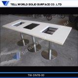 Искусственная мраморный таблица столовой установила для 4 людей