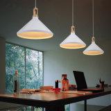Replical Aluminium und Holz-Leuchter-hängende Lampe
