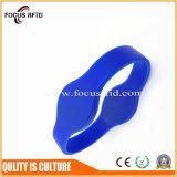Impermeabilizar y pulsera resistente del silicón de Sun con insignia y talla modificadas para requisitos particulares