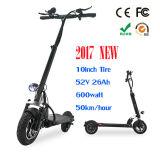 大人のための電気スクーターを折る2車輪のバランスをとっている新製品のXiaomiの小型自己