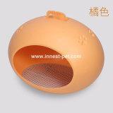 بيضة شكل بلاستيكيّة [دوغ هووس] لأنّ [بت دوغ] ينام