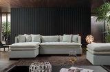 Il grande sofà d'angolo del tessuto ha impostato con l'ottomano