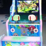 遊園地アーケード・ゲーム機械を撃っている狂気水2プレーヤー