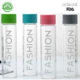 Il futuro mette in mostra la bottiglia di acqua, la mia tazza di plastica dell'acqua del succo di frutta