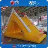 水公園またはプールのための安く膨脹可能な水スライドか膨脹可能な水おもちゃ