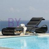 Напольные европейские Loungers пляжа плавательного бассеина сада гостиницы отдыха ротанга PE типа