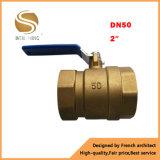 Válvula de bola de cobre amarillo de las muestras libres al por mayor del tamaño completo Dn15-50