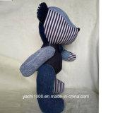 El nuevo diseño articuló el oso hecho del dril de algodón