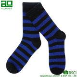 2017 Streifen-Mann-lange Großhandelsmannschafts-Socken