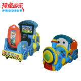 Монетка привелась в действие машину езды малыша машины игрушки малую плоскую