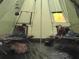 Sicherheits-natürliches indisches Musterinnenim freienteepee-Zelt