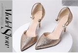 Pattini di cuoio del sandalo dell'alto tallone delle signore dello stiletto della piattaforma delle donne