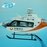 Модель вертолета смолаы Ec-135 с видимым кокпитом