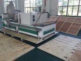 Porta da maquinaria de Woodworking do CNC que faz a máquina