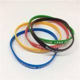 Bracelet fait sur commande de silicones de logo estampé par utilisation olympique légèrement