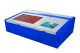 Type de bureau de l'acrylique de contreplaqué de bois MDF en Caoutchouc Cuir Mini Portable 3020 40W Gravure au laser CO2-Machine de coupe