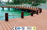 Le bois d'une piscine en plastique WPC Decking
