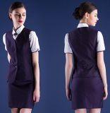 O terno de vestido uniforme do Stewardess