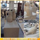 Headstone di marmo con gli uccelli intagliati