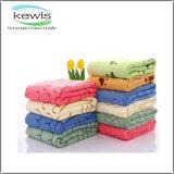 異なったカラーの柔らかい花模様の印刷された浴室タオル
