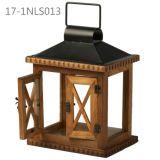 Annata antica con il piccoli portello e basamento delle lanterne di legno