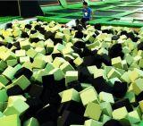 Cubi esterni dell'interno del pozzo della gomma piuma del trampolino