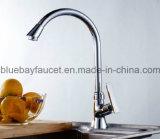 Golpecito de agua sanitario de cobre amarillo de la cocina de las mercancías del cromo popular de la alta calidad