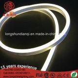 Indicatore luminoso al neon bianco caldo bianco flessibile Ce&RoHS della corda di colore rosso blu di alta luminosità LED