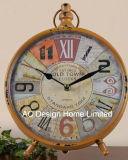 Orologio arancione antico decorativo del piano d'appoggio del metallo dell'annata