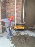 Chantier de construction construisant la machine automatique de rendu de mur