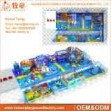 O campo de jogos interno macio das crianças coloridas do projeto caçoa o equipamento do campo de jogos