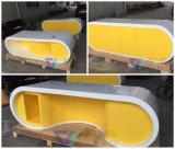Желтый стол управленческого офиса для сбывания