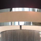 Lampadario a bracci nero beige dello schermo del tessuto delle catene di alluminio quadrate su ordinazione al ristorante