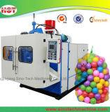 O plástico do LDPE brinca a esfera do mar que faz a máquina de molde do sopro/a máquina moldando do sopro