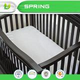 防水白い綿Baby Crib キルトにされたプラスチックはバグのマットレスのカバーを頼む