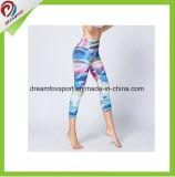 L'abitudine all'ingrosso di usura di forma fisica mette in mostra i pantaloni di yoga delle donne delle ghette