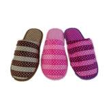 Конфеты цвет молодой девушки открытым носком тапочки пружины