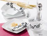 Cena de porcelana con un diseño elegante
