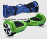 2つの荷車引きが付いているスマートな自己バランスをとる漂うスクーター