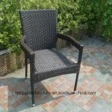 El comensal al aire libre del PE de Viro fija los muebles de Gardon