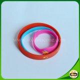Bracelet de silicones de taille de bébé gravé en relief par coutume des textes de prix de gros