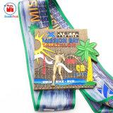 Foro in lega di zinco di esecuzione della bici di nuotata del Triathlon dell'oro antico sulla medaglia posteriore