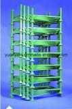 El polvo cubrió las paletas euro amontonables con las paletas de madera/las paletas de acero