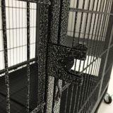 車輪が付いている正方形の管犬のケージ