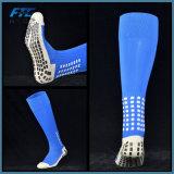Il gioco del calcio lungo unisex colpisce con forza gli anti calzini del cotone dei calzini di calcio di slittamento degli uomini