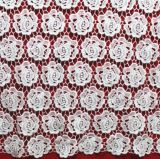 ミルクの女性の衣服のためのヤーンによって刺繍される花のレースの織物