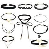 De nieuwe Gotische die Halsbanden van de Nauwsluitende halsketting van het Leer van de Tatoegering voor Vrouwen worden geplaatst