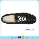 新しく標準的な偶然のスニーカー様式の靴
